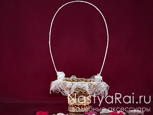 Корзиночка для лепестков роз с кружевом