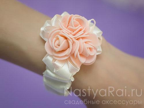 """Украшение на руку """"Розовые розы"""""""