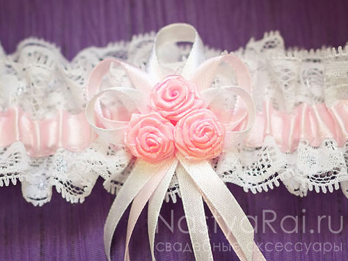 Подвязка с розочками, розовая