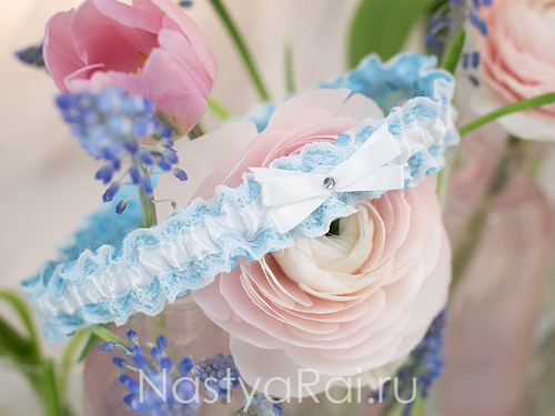Подвязка невесты голубая