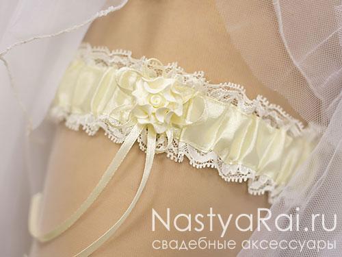 Подвязка на свадьбу с розочкой