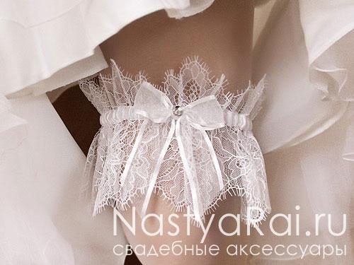 Белая кружевная подвязка