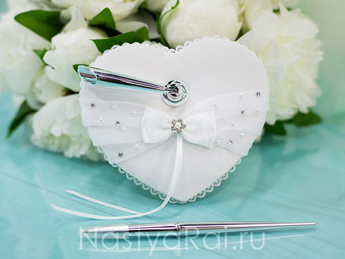 Серебряная ручка, подставка-сердце