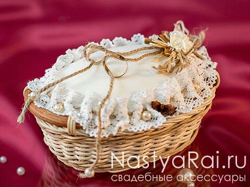Рустикальная свадебная подушечка