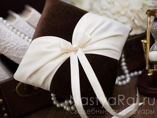 Бархатная подушка для колец