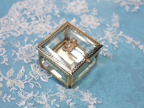 Золотая шкатулка из стекла, квадратная