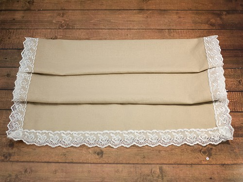 Рушник из льна с белым кружевом