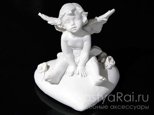 Ангелочки сидящие на сердце