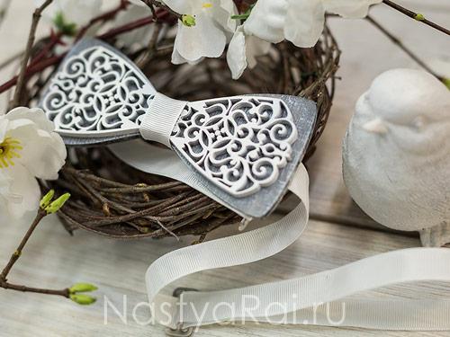 Галстук-бабочка из дерева двойная, серая основа