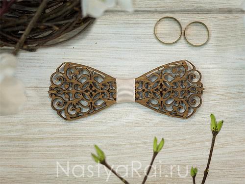 Галстук-бабочка деревянная резная, орех