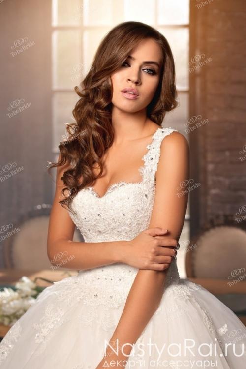 Пышное свадебное платье со шлейфом DA001