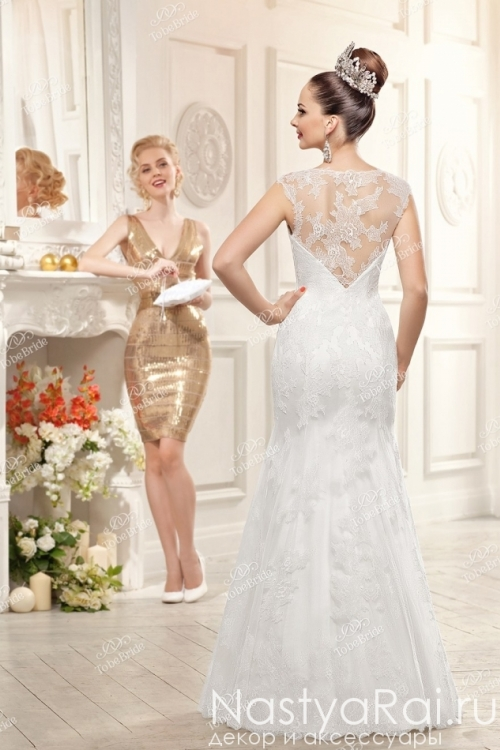 Свадебное платье с V-образным вырезом на спине PB030