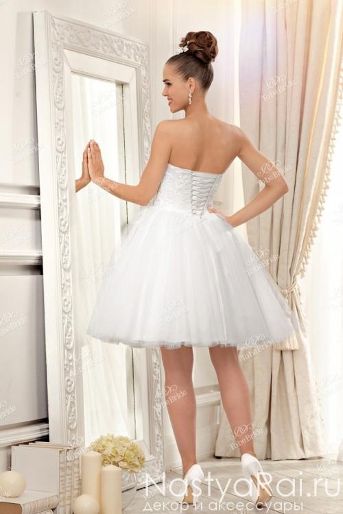 Белое свадебное платье с пышной юбкой EV005